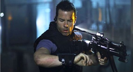 lock-out-ms-one-movie-image-guy-pearce-02