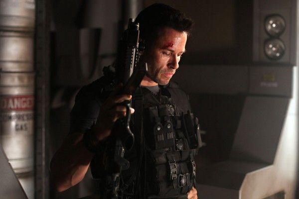 review-lockout-movie-image-guy-pearce