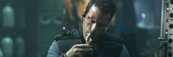 review-lockout-movie-image-guy-pearce-slice