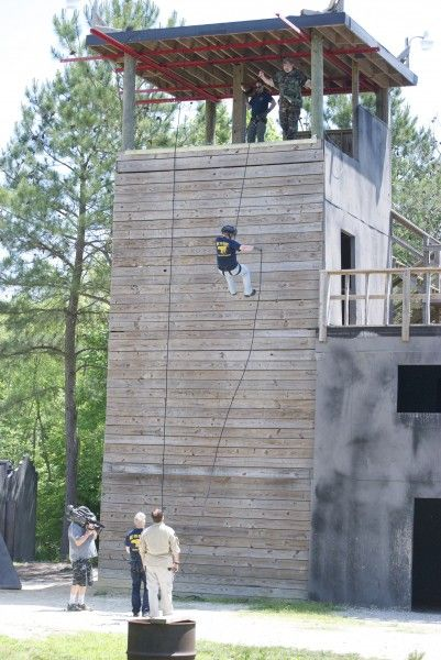 lone-survivor-trip-rappel-tower