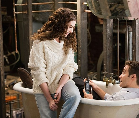 love-and-other-drugs-movie-image-anne-hathaway-jake-gyllenhaal-01
