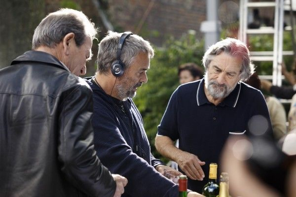 malavita-luc-besson-robert-de-niro-set-photo