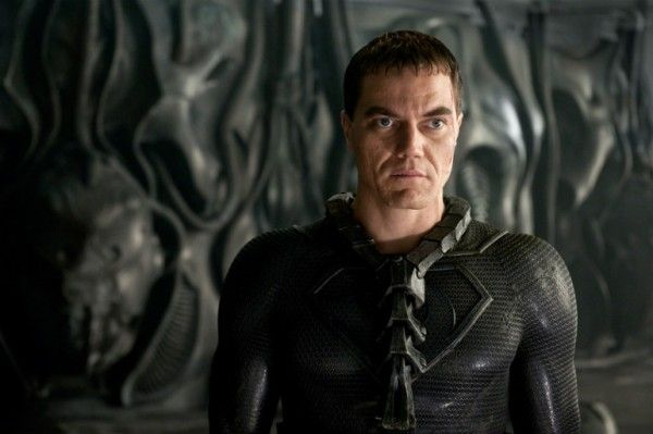 Michael Shannon as flipper hands in Batman v Superman.