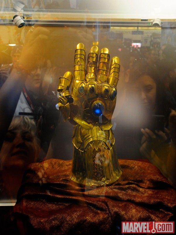 Sdcc 2010 Photos Of Thor Helmets Infinity Gauntlet And