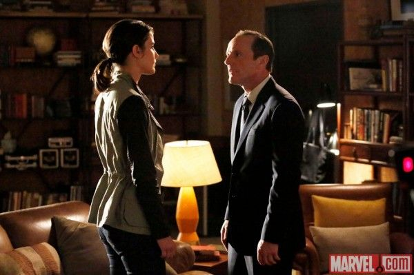 marvels-agents-of-shield-nothing-personal-cobie-smulders-clark-gregg
