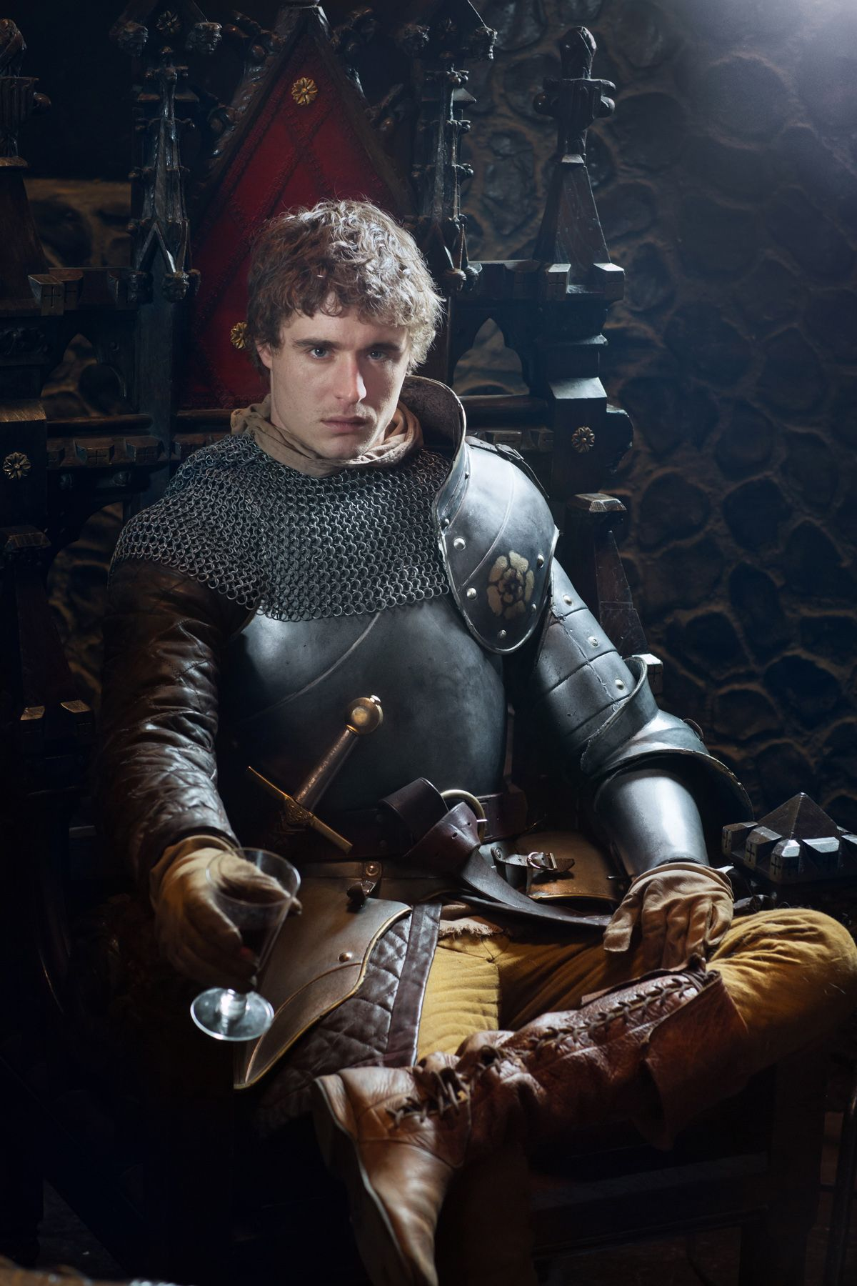 the white queen image and teaser featuring max irons as king edward iv collider. Black Bedroom Furniture Sets. Home Design Ideas