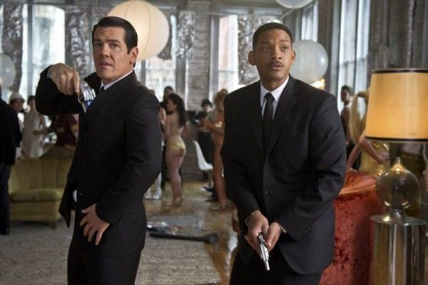 review-men-in-black-3-josh-brolin-will-smith