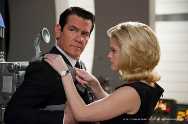 men-in-black-3-josh-brolin-alice-eve
