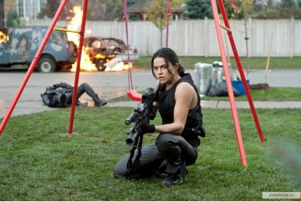 michelle-rodriguez-resident-evil-5-retribution