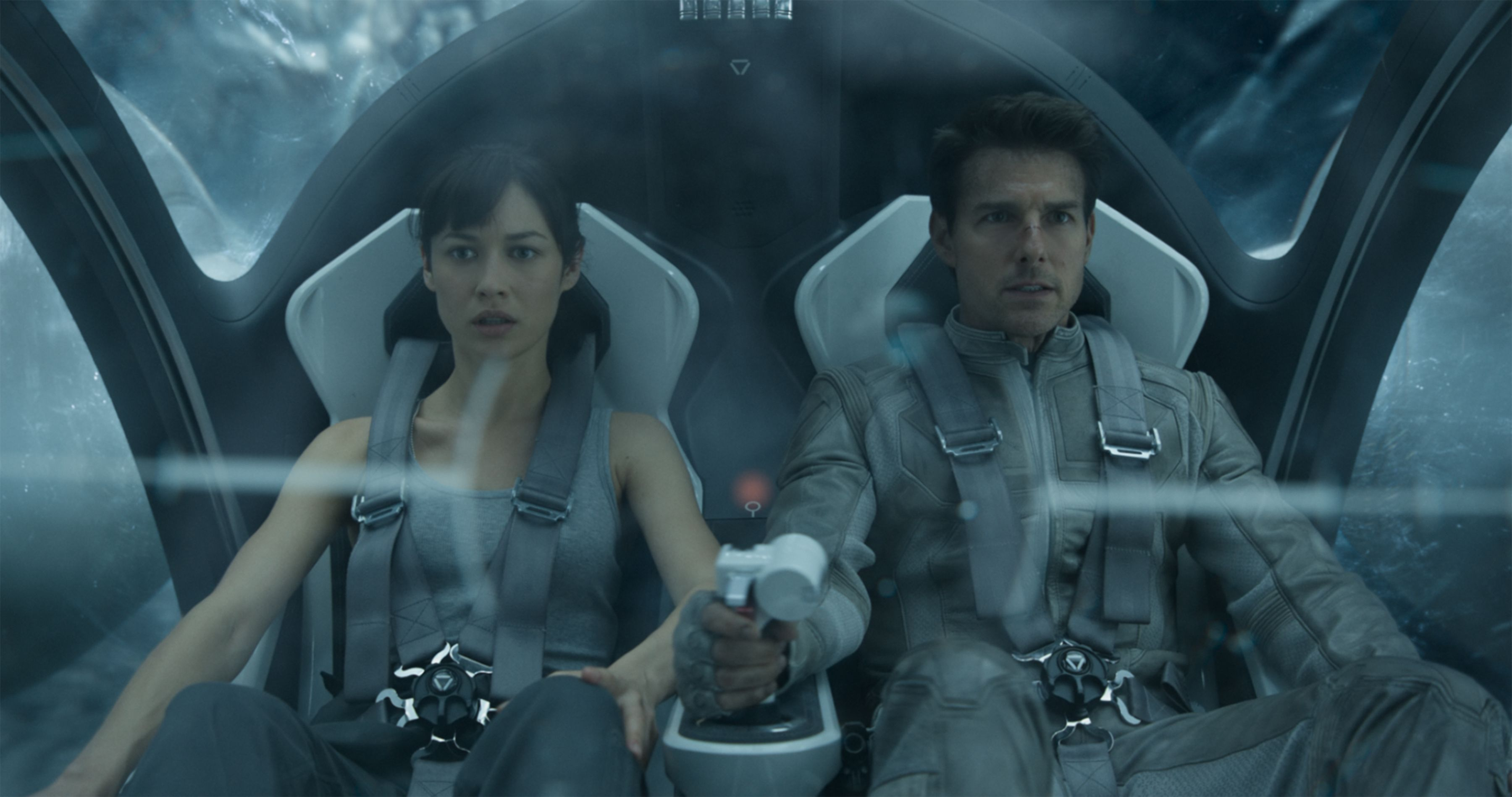 27 hi-res oblivion images featuring tom cruise, olga kurylenko and