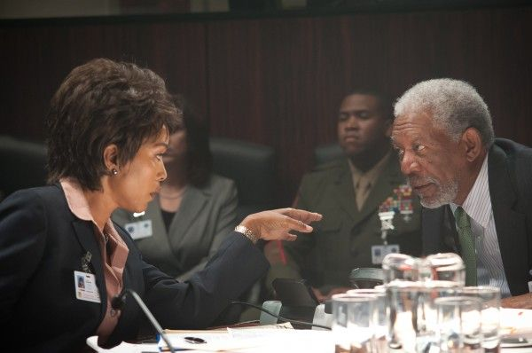 olympus-has-fallen-morgan-freeman-angela-bassett