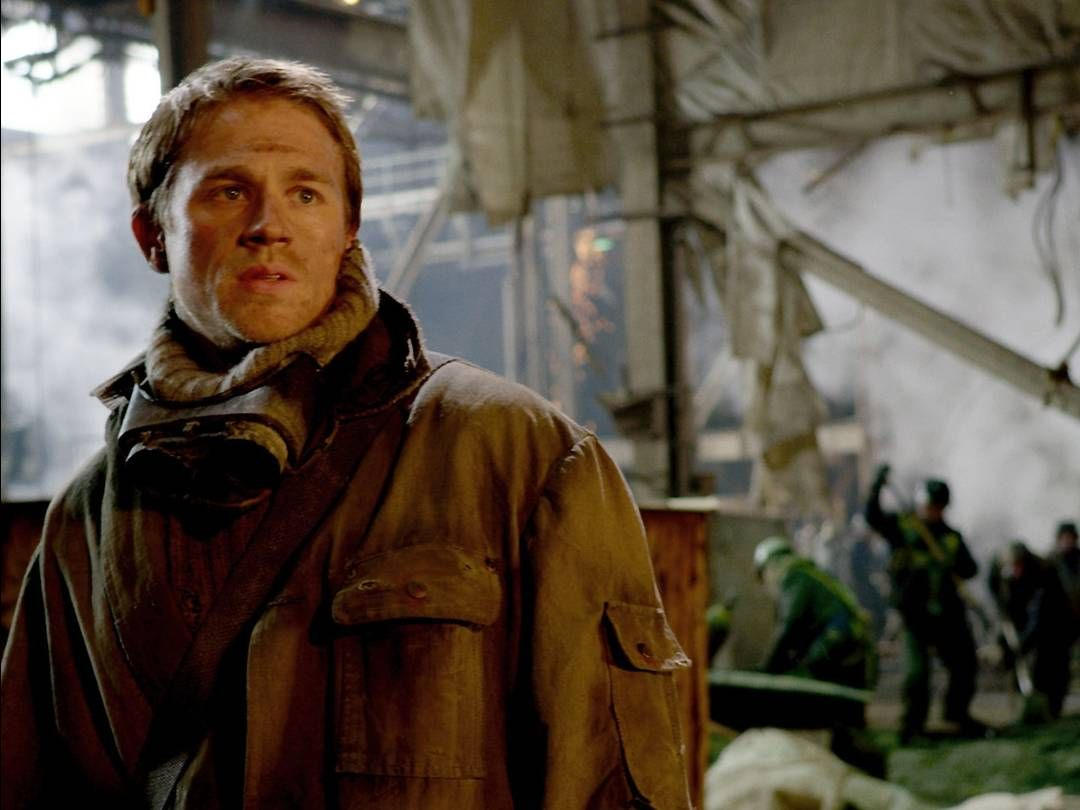 VIDEO: Charlie Hunnam's buff bod in 'Pacific Rim'