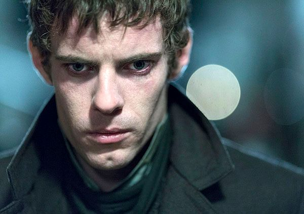 penny-dreadful-harry-treadaway-2