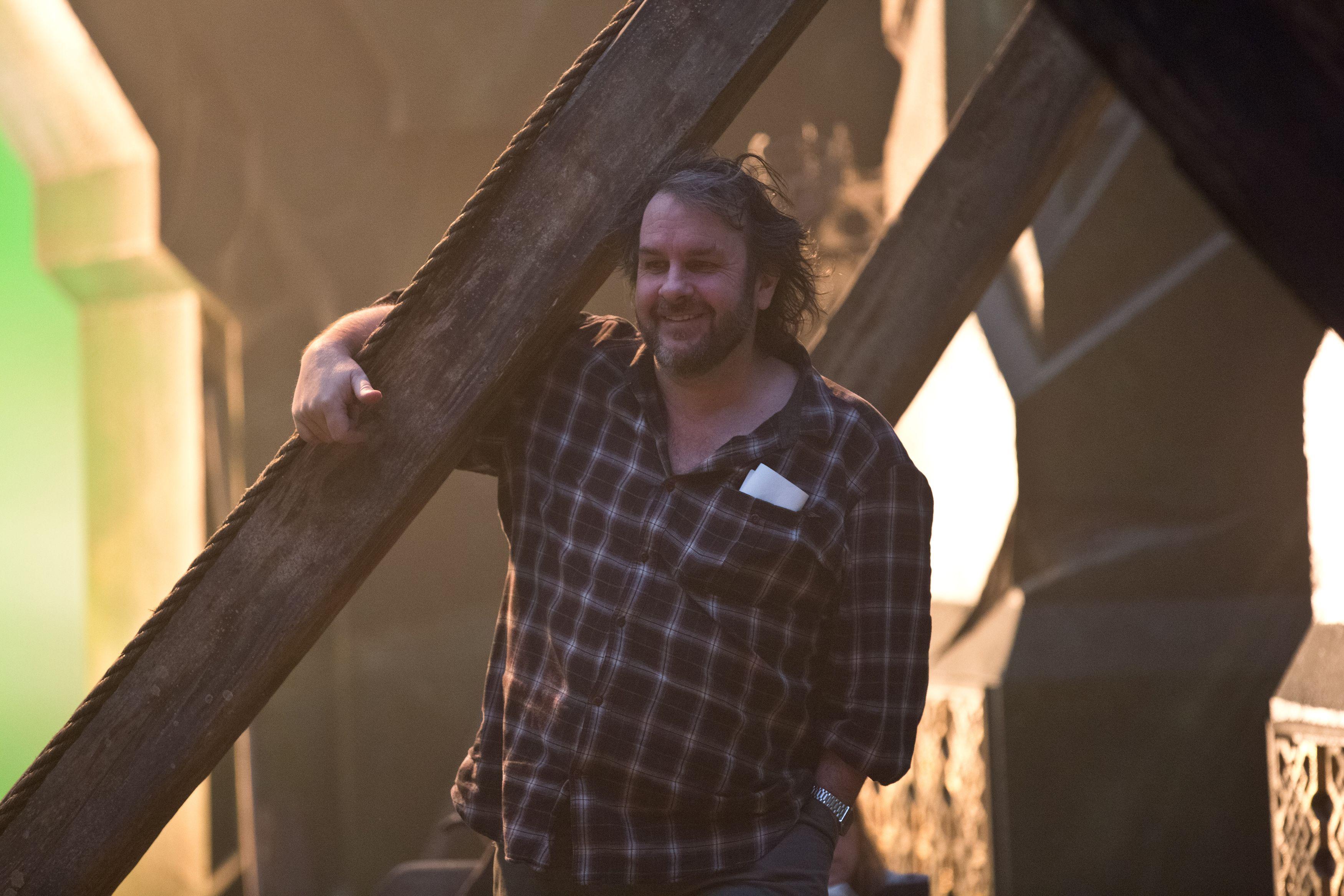 Peter Jackson to produce Hobbit films forecasting