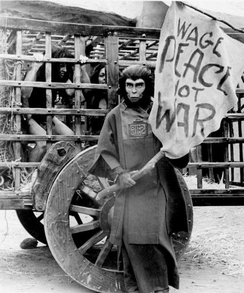 planet-of-the-apes-evolution-of-the-legend-set-photo-1