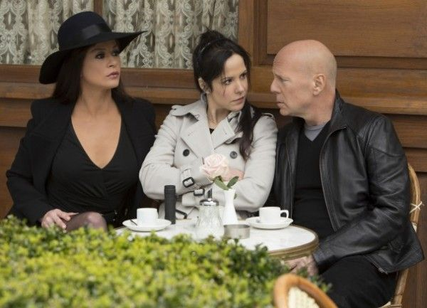 red-2-bruce-willis-catherine-zeta-jones-mary-louise-parker