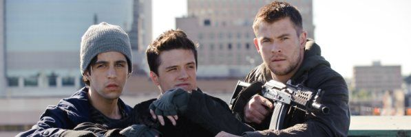 red-dawn-chris-hemsworth-josh-hutcherson-slice
