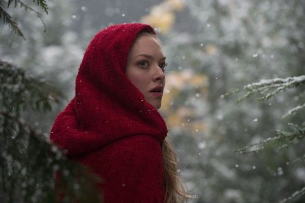 red_riding_hood_movie_image_amanda_seyfried_02