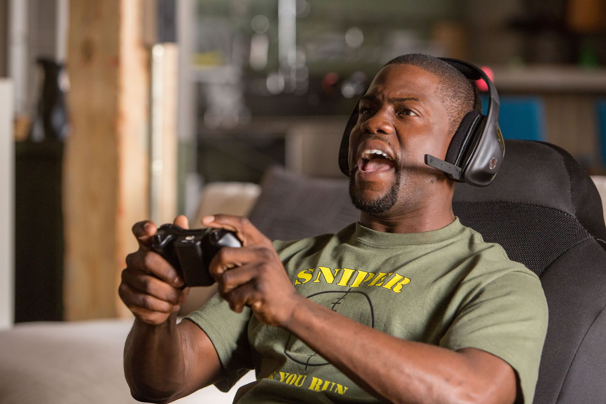 kevin hart fail at video game in ride along 2
