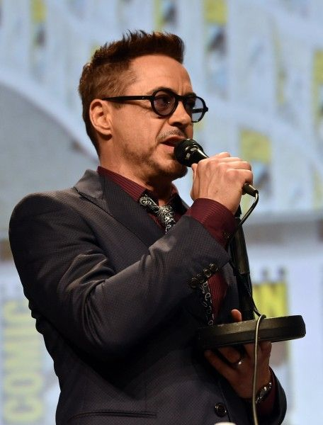robert-downey-jr-comic-con-avengers-age-of-ultron