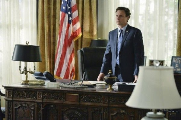 scandal-season-4-episode-1-tony-goldwyn