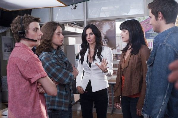 scream-4-movie-image-courtney-cox-02