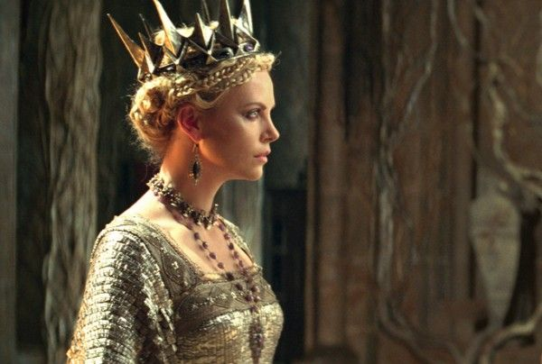 snow-white-and-the-huntsman-movie-image-charlize-theron