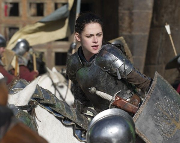 snow-white-huntsman-movie-image-kristen-stewart-1