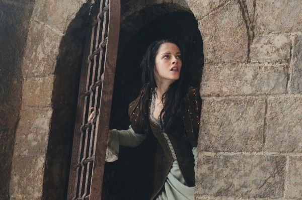 kristen-stewart snow white and the huntsman 2