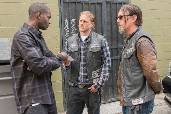 sons-of-anarchy-episode-707-mo-mcrae-charlie-hunnam-tommy-flanagan