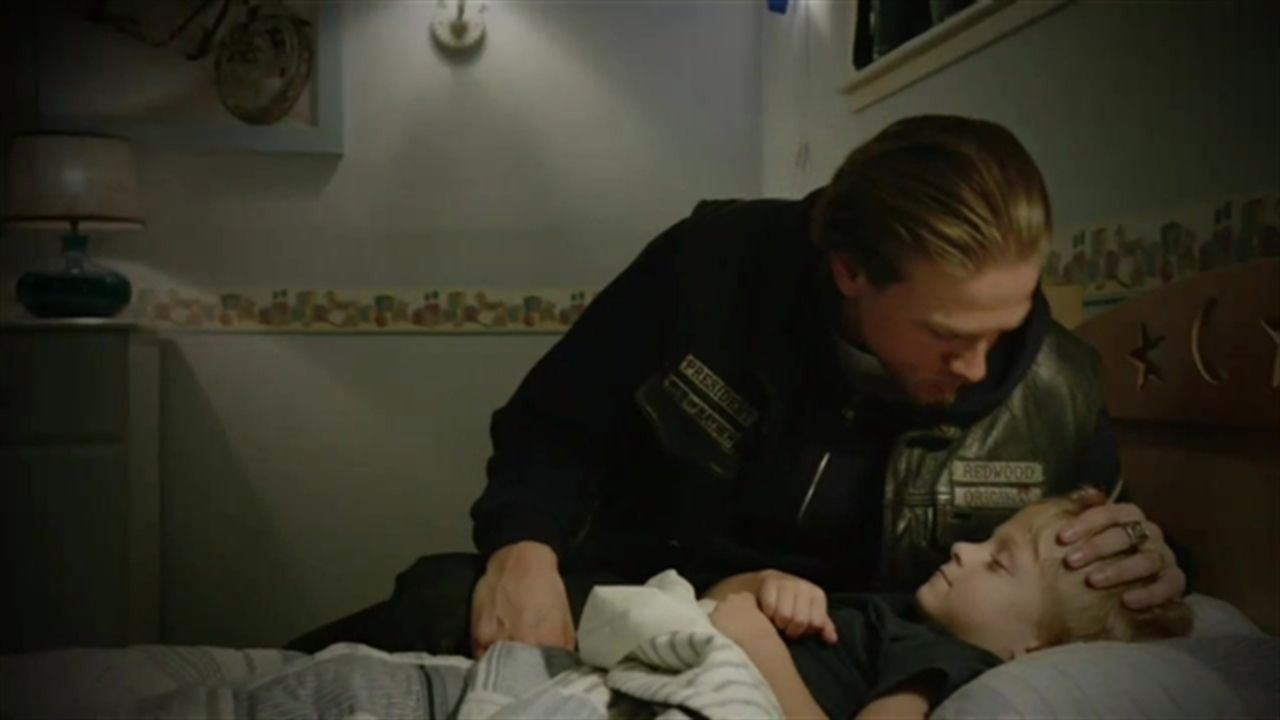 sons of anarchy season 6 episode 1 who is the kid