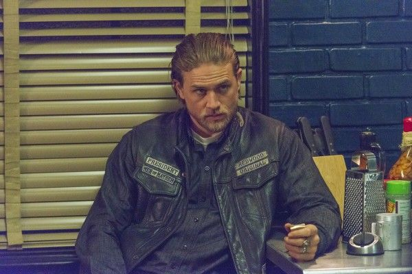 sons-of-anarchy-some-strang-eruption-charlie-hunnam