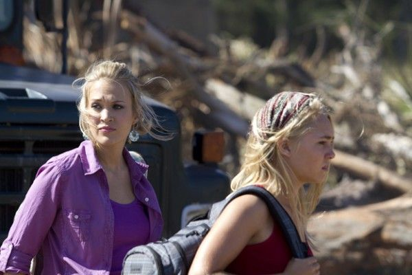 soul-surfer-movie-image-carrie-underwood-annasophia-robb-01