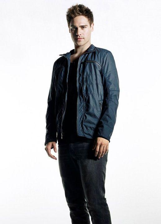 Grey Damon Talks STAR-CROSSED  How Grayson Fits into the Human Alien    Grey Damon Star Crossed