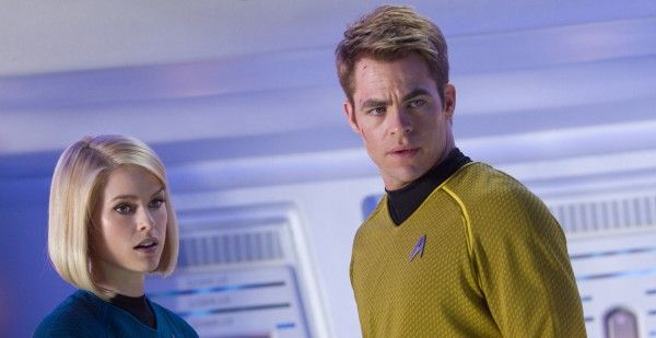 star-trek-into-darkness-alice-eve-chris-pine