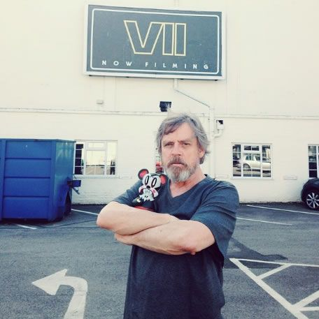 star-wars-episode-8-mark-hamill-daisy-ridley-wrap