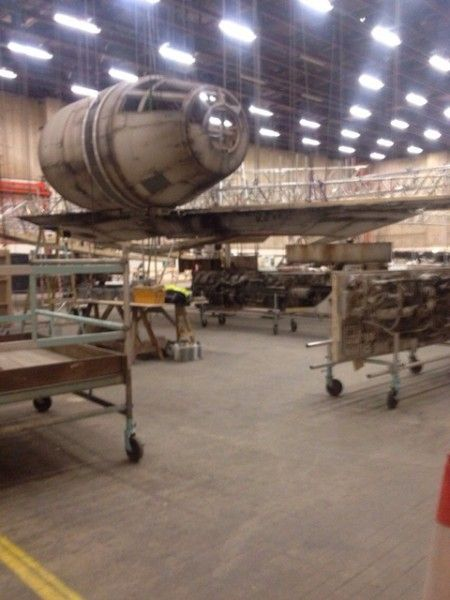 star-wars-episode-7-millennium-falcon-set-photo