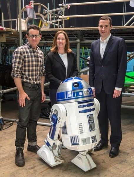 star-wars-the-force-awakens-jj-abrams-kathleen-kennedy-r2d2