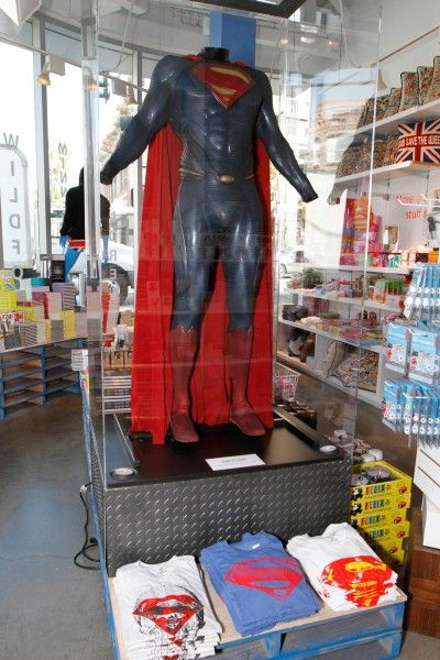 superman-man-of-steel-kitson-suit
