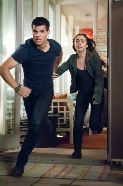 taylor-lautner-lily-collins-abduction-movie-image