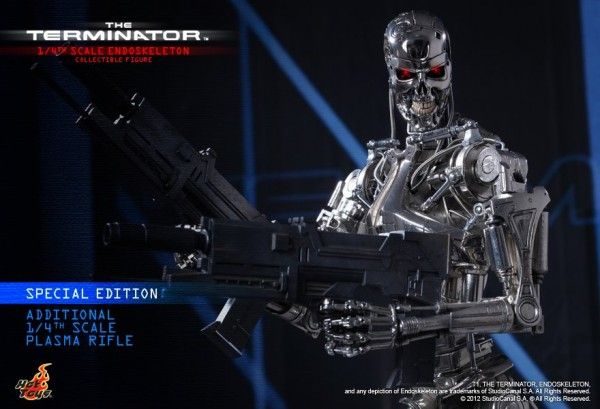 terminator-endoskeleton-collectible-figure-hot-toys