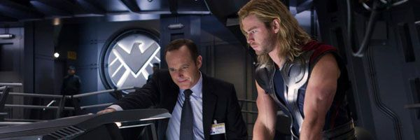 the-avengers-chris-hemsworth-clark-gregg-slice