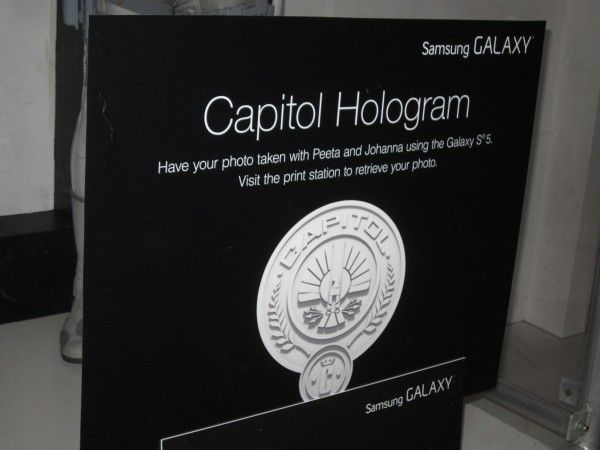 hunger-games-mockingjay-the-capitol-gallery-sdcc-hologram-booth