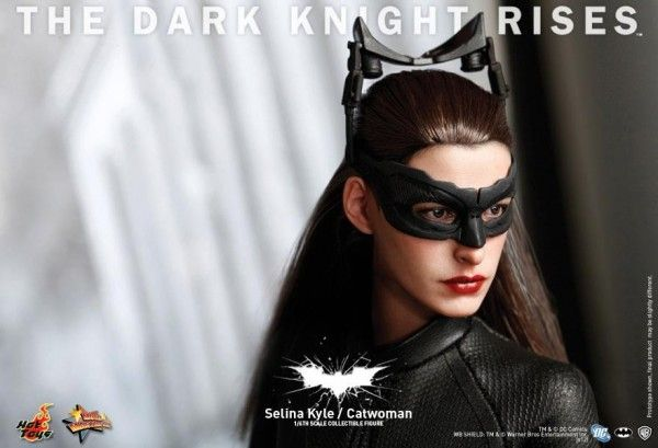 the-dark-knight-rises-catwoman-selina-kyle-hot-toys