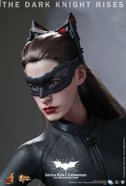the-dark-knight-rises-hot-toys-catwoman-figure