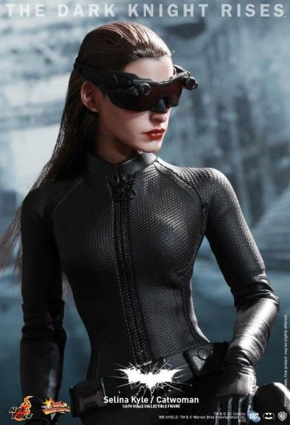 the-dark-knight-rises-hot-toys-figure-catwoman
