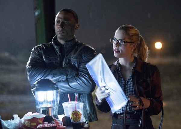the-flash-vs-arrow-david-ramsey-emily-bett-rickards