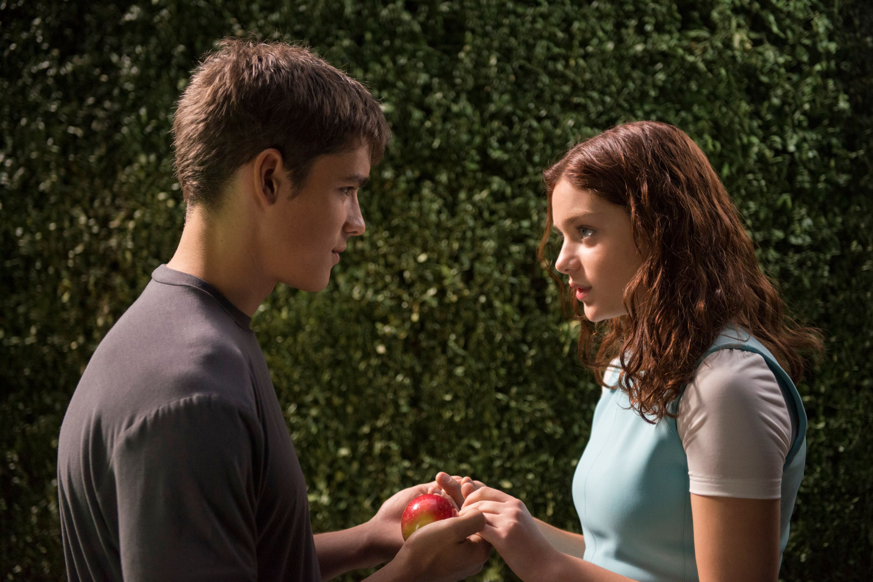 The giver movie is nothing like lois lowrys book collider the giver brenton thwaites odeya rush pooptronica