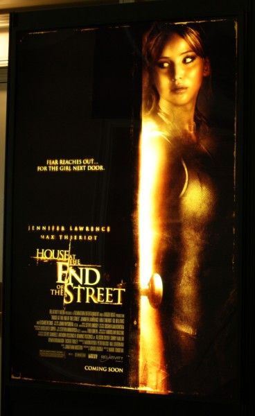 the-house-at-the-end-of-the-street-poster