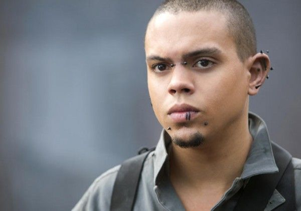 the-hunger-games-mockingjay-part-1-evan-ross